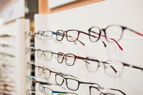 silmälasien sankojen korjaus